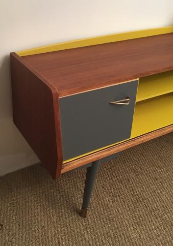 meuble tv vintage zilda meubles vintage restaur s lilibroc. Black Bedroom Furniture Sets. Home Design Ideas