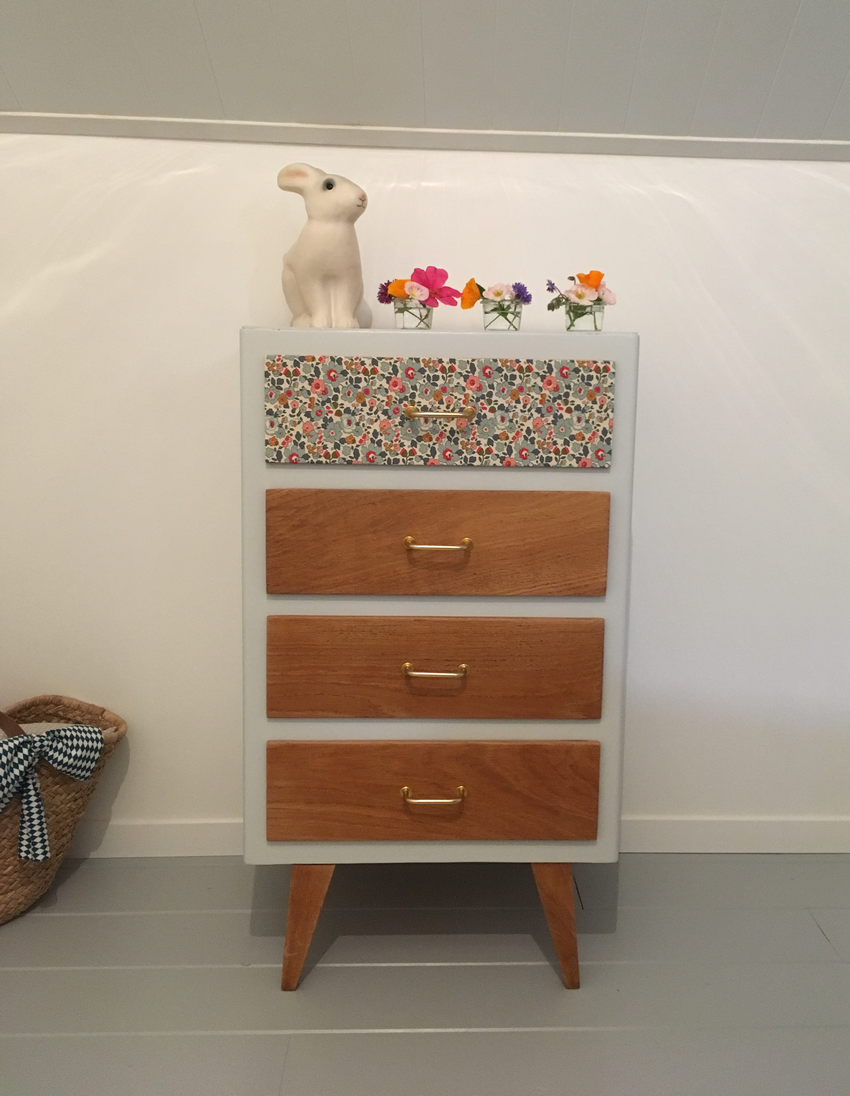 chiffonnier vintage renan meubles vintage relook s par. Black Bedroom Furniture Sets. Home Design Ideas