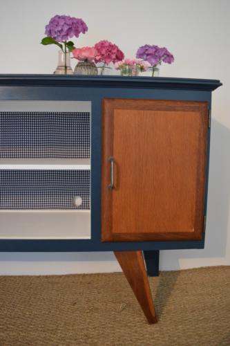meuble tv vintage sacha relookin de meubles vintage par lilibroc. Black Bedroom Furniture Sets. Home Design Ideas